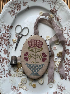 Red Hydrangea Pin Disk-Stacy Nash Primitive Designs
