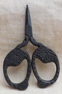 Primitive Acorn Snips