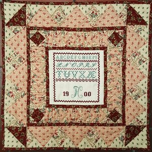 FC 1900 Sampler Quilt Red edition