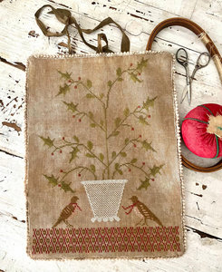 Holly Basket Sewing Roll