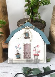 "Patchwork kit - mini ""blue roof' barn"